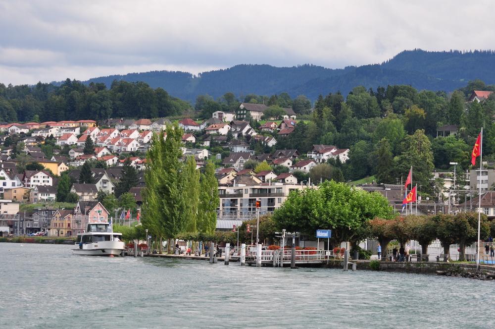 Wädenswil, im Volksmund Wädi oder Wädischwil genannt, ist ...
